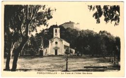 83 - Ile De Porquerolles - La Place Et L'hôtel Sainte Anne - Porquerolles