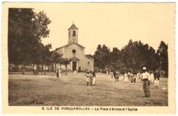 83 - Ile De Porquerolles - La Place D'armes Et L'église - Porquerolles