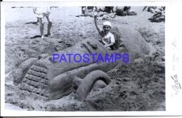 123253 ARGENTINA MAR DEL PLATA COSTUMES BOY WITH CAR AUTO DE ARENA RARE AÑO 1950 PHOTO NO POSTAL POSTCARD - Argentina