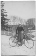 AYWAILLE : Une Cycliste Dans La Neige - Photo H. Weber - Aywaille