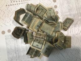 RUSSIE Lot De Billets Trouvés Enroulés Dans Une Boîte - Rusia
