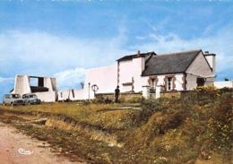 LANILDUT - L'Eglise - Le Phare - Renault 4l - Autres Communes