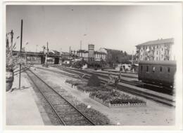 NOVARA STAZIONE RAIL STATION - FOTO ORIGINALE ABBELLIMENTO ANNO 1953 - Treni