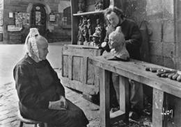 LOCRONAN - Job, Sculpteur, Façonnant Son Oeuvre - Bigoudène - Locronan