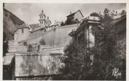 Carte Postale Des Années 30-40 Des Hautes-Alpes - Briançon - Porte D'Embrun Et Les Remparts - Briancon