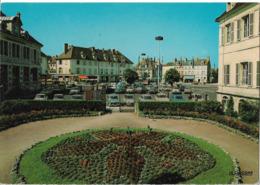 CHATILLON SUR SEINE - Jardin De La Cité Administrative - Voiture : Renault 4 L - Citroen 2 CV - Peugeot 404 - Chatillon Sur Seine