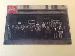 """Carte-photo """"groupe De Personnes Devant Café -restaurant"""" - Caffé"""