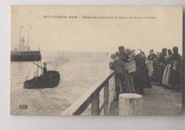 Boulogne Sur Mer - Matelottes Attendant Le Départ De Leurs Hommes - Femmes De Pêcheurs  - Animée - Boulogne Sur Mer