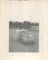 THIONVILLE 1955 AVEC RENAULT 4CV  PHOTO ORIGINALE  11 X 8.50 CM - Lugares
