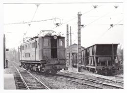 CPM TRAIN VOIR DOS Locomotive T9 En Manoeuvres Et Wagons à La Motte D'Aveillans Vers La Mure En 1986 - La Mure
