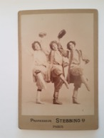 PHOTO  Cartonnée 3 Jeunes Et Belles Danseuses Russes Professeur STEBBING  PARIS  RV   Bd Des Italiens Et 60 Rue De Gramm - Personnes Anonymes