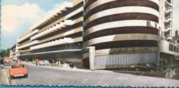 Renault Dauphine Juvaquatre Ford Comète Garage Station ESSO - Voitures De Tourisme