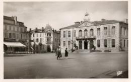AUCH....place De L Hotel De Ville....edit .cap  No 75 - Auch