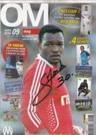 FOOTBALL CP STEVE MANDANDA OLYMPIQUE DE MARSEILLE DEDICACE SUR COUVERTURE OM MAGAZINE - Autographes