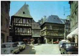 Carte Postale 22.  Dinan  Place De L'Apport Renault 4L  Trés Beau Plan - Dinan