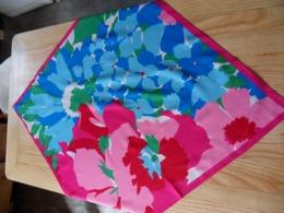 Foulard Neuf En Polyester Multicolore TBE - Scarves