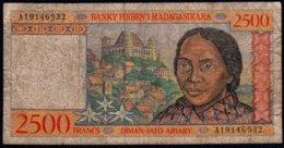 Madagascar 1998 2500 Francs  VG   Voir Explications - Madagascar
