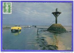 Carte Postale 85. Île De Noirmoutier  Le Passage Du Gois  DS Citroën Jaune  Très Beau Plan - Ile De Noirmoutier