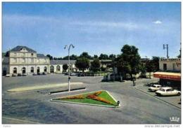 Carte Postale 33. Libourne La Gare  DS Citroën    Trés Beau Plan - Libourne