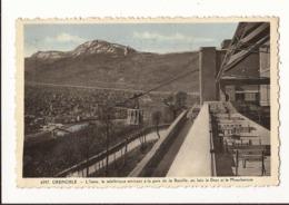 Isère Grenoble L'isère,le Téléférique Arrivant à La Gare De La Bastille Au Loin Le Drac Et Le Moucherotte - Grenoble