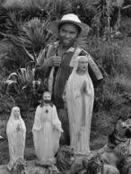 Photo Madagascar Echoppe De Vente De Statues Religieuses Kitch Route Antananarivo Antsirabe1998 Vivant Univers - Afrika