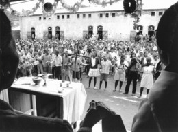 """Photo Madagascar Messe à La Prison Principale D'Antananarivo """"Notre Père"""" 1998 Vivant Univers - Afrika"""