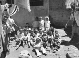 Photo Madagascar Prison Principale D'Antananarivo Enfants Vivant Avec Leurs Mères1998 Vivant Univers - Afrika
