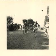 COURSE CYCLISTE  PHOTO ORIGINALE FORMAT  7 X 7 CM - Ciclismo