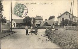 Cp Ermont Val D'Oise, Le Passage A Niveau - Familles Royales