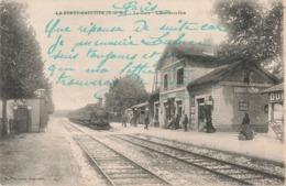 77 La Ferté Gaucher La Gare Embarcadere Quai Cpa Carte Animée Train Locomotive à Vapeur - La Ferte Gaucher