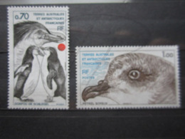 VEND BEAUX TIMBRES DES T.A.A.F. N° 81 + 82 , XX !!! - Unused Stamps