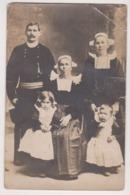 27127 Photo Mariage Breton Format CP -Photo Georges Quimper - Coiffe Bretonne Enfant Costume !état! - Non Classificati