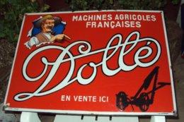 """Plaque Publicitaire Agricole Ancienne émaillée """"DOLLE"""", Dimensions: 68x48cm, Signée émaillerie Alsacienne De Strasbourg - Landbouw"""