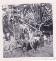 PETITE PHOTO ORIGINALE-CANNES- 2 COUPLES A LA PLAGE - DIM 6,5X6,5 CM - Personas Anónimos