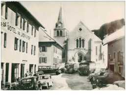 74. N° 40671 . Les Gets.la Place De L Eglise .cpsm  15 X 10.5 Cm - Les Gets