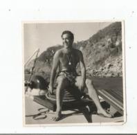 LUIS MARIANO PHOTO DE PRESSE TORSE NU SUR UN BATEAU - Berühmtheiten