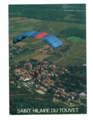 Cpm - 38 - Saint-Hilaire-du-Touvet - PARAPENTE Vikings - Vue Générale - La Cigogne 382681 - Terrain Football - Saint-Hilaire-du-Touvet