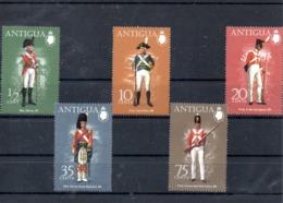 Antigua Nº 320-24 Tema Uniformes, Serie Completa En Nuevo 4,50 € - Militares