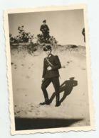 Man With Uniform Pose For Photo  E439-262 - Persone Anonimi