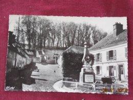CPSM - Dangu - La Place Et Le Monument - Dangu