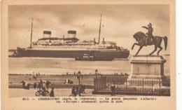 Cherbourg (après La Libération )le Grand Paquebot LIBERTE ( Ex Europa Allemand ) Quitte Le Port - Dampfer