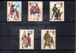 Inglaterra Nº 1094-98 Uniformes Militares, Serie Completa En Nuevo 7 € - Militares