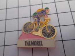 619  PINS PIN'S / Beau Et Rare : Thème SPORTS / CYCLISME STATION SPORTS D'HIVER VALMOREL VELO - Wielrennen