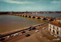 Dep 33 , Cpm BORDEAUX , Le Pont De Pierre  Et Les Quais , 33.063.179 (12345) - Bordeaux