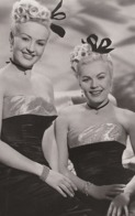 PHOTO POSTCARD Betty Grable And June Haver 1 - Mujeres Famosas