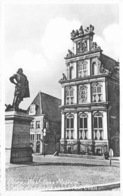 Nederland Noord-Holland  Hoorn   West-Fries Museum Met Standbeeld Van Coen     M 72 - Hoorn