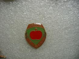 Pin's D'une Pomme Rouge, Libcev Statni Statek - Levensmiddelen