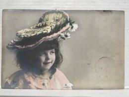 Portrait Enfant. Chapeau - Portraits