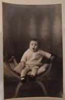 071) Carte Photo D'un Sympatique Bambin Du Début XXéme (1910 à 1930) - Photographe SOUVERAZ 17 Rue Fécauderie à Auxerre - Persone Anonimi