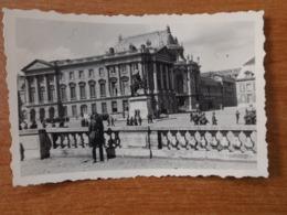 VERSAILLES WW2 GUERRE 39 45 DE NOMBREUX TOURISTES ALLEMANDS VISITENT LE CHATEAU - Versailles